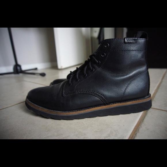 df5cd11ce70 Black Vans Sahara boot
